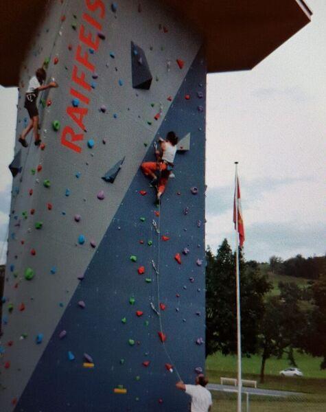 Einführungskurs an der Kletteranlage Rigirock