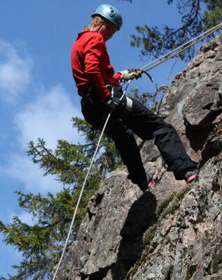 Abseilen 1 (Klettergarten)